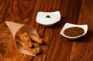 Chickensticks mit Sour-cream und Honey-Mustard Dip
